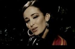 Kenza Farah - Ainsi va la vie feat Younes