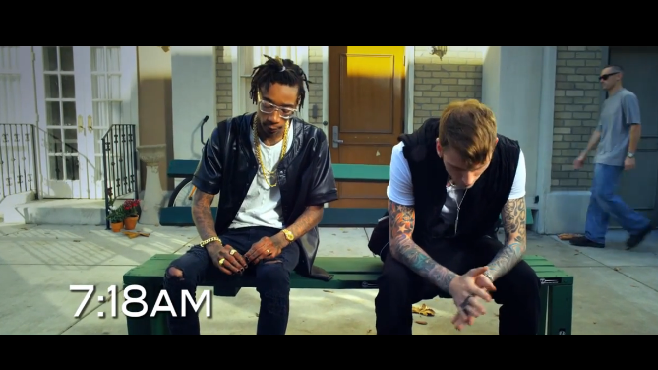 "Machine Gun Kelly collabore avec Wiz Khalifa dans le clip ""Mind of a Stoner"""