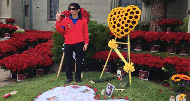 Des roses partout pour l'anniversaire de la mort de Michael Jackson