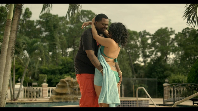 Sean Kingston avec sa girlfriend dans son clip Seasonal love