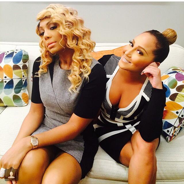 Post de Tamar Braxton à gauche avec Adrienne Bailon