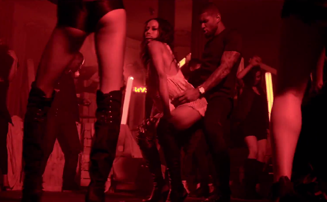 "Usher présente son nouveau clip ""She Came To Give It To You"" Featuring Nicki Minaj"