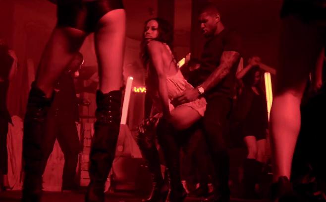 "Usher présente son nouveau clip ""She Came To Give It To You"" Featuring Nicki Minaj"