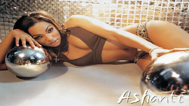 Ashanti travaille sur la bande originale du film biopic de 2 Pac