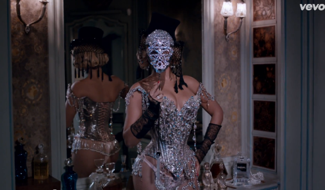 """Beyoncé présente son nouveau clip """"Partition"""""""