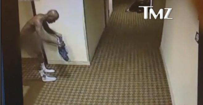 DMX se promène nu dans les couloirs d'un hôtel (vidéo)