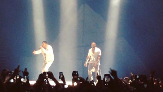 Kanye West invite Drake sur scène pendant son concert à Toronto