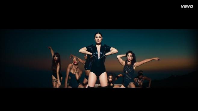 "Jessie J dévoile son dernier clip ""Burnin' Up"" F/ 2 Chainz"
