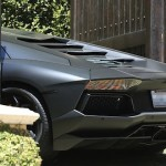 La Lamborghini de Kanye West... coinc&eacute; dans le portail !