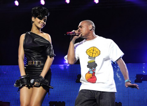 rihanna-chris-jingle-ball-08-475x344