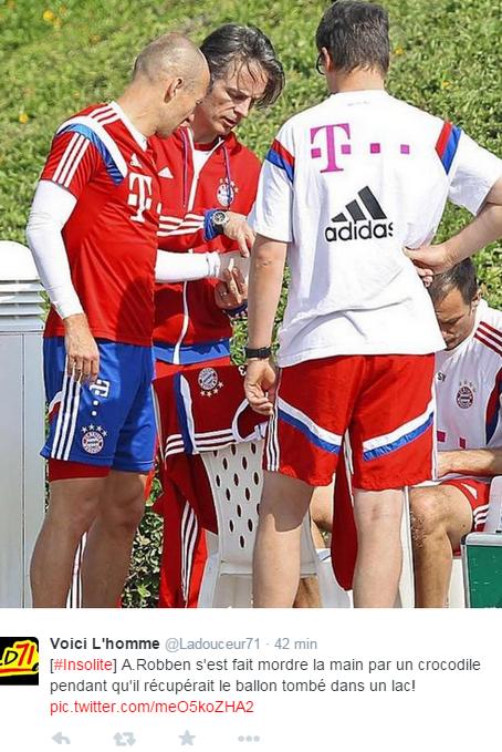 En photo, Arjen Robben soigné par le staff
