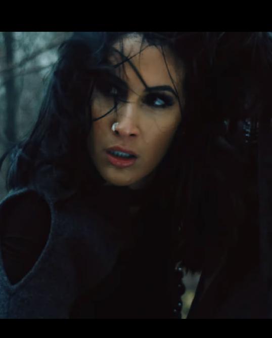 Lyna Mahyem - Boussole (clip) - image à la une