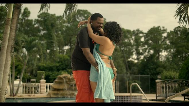 Sean Kingston avec sa girlfriend dans son clip Seasonal love
