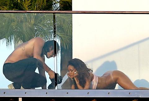 Rihanna fesses nues